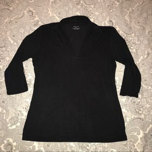 Black vneck top with 3/4 length sleeve